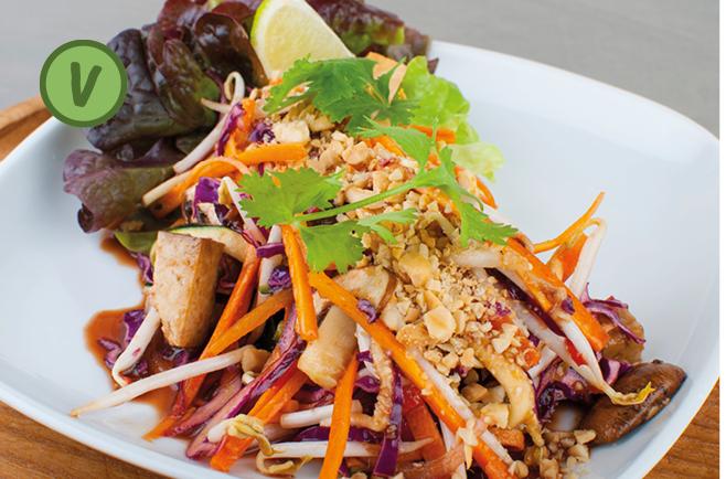 rita bringt 39 s bunter thai salat mit erdn ssen. Black Bedroom Furniture Sets. Home Design Ideas
