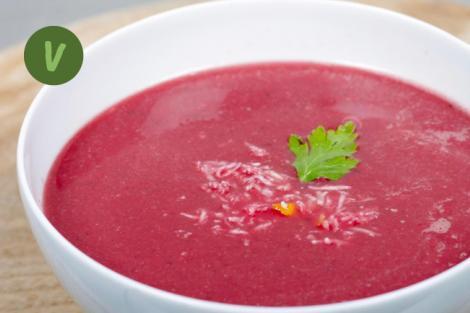 Rote Rüben Suppe mit frischem Kren