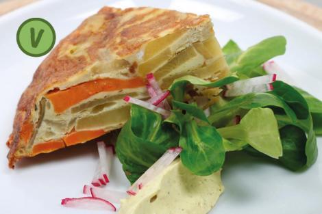 Tortilla mit Kürbis, Kernölmayo und kleinem Salat