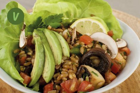 Scharfer Grünkernsalat mit Champignon und Avocado