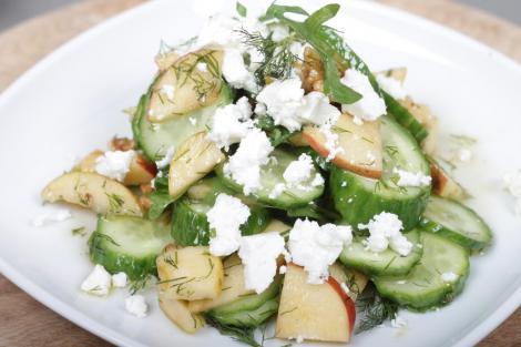 rita bringt 39 s frischer gurken apfel salat mit manouri. Black Bedroom Furniture Sets. Home Design Ideas